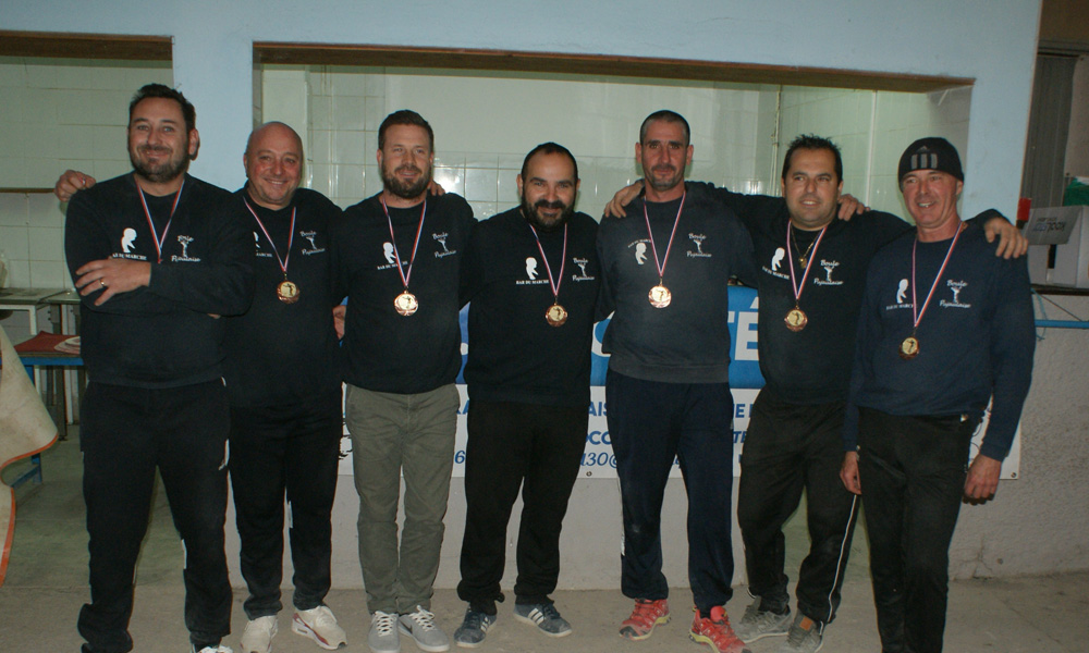 https://www.boulesdugard.fr/images/images/stories/CDG_2019/Mdaille-de-Bronze-1re-division--Pujaut.JPG